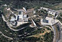 Las instalaciones de Yad Vashem / Establecido en 1953 como centro mundial de documentación, investigación, educación y conmemoración del Holocausto, Yad Vashem es por hoy un sitio dinámico y vital de encuentro internacional e intergeneracional
