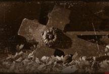 Przemijanie (anioły, pomniki i krzyże). / Efekt spaceru po warszawskich Starych Powązkach 1-go listopada 2015r. Zdjęcia zostały przygotowane tak, aby podkreślić znaczenie przemijania, które powraca w refleksji i nie pozwala na zapomnienie: sytuacji i ludzi jakich spotkaliśmy idąc przez życie...Zapraszam do obejrzenia, zaznaczam, że są to zdjęcia amatorskie.