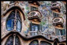 Organic Architecture / Architecture inspired by natural shapes and forms