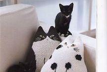 Decorative pillows - Декоративные подушки / Ideas for sewing, crochet and knitting pillows, pattern, scheme, master classes - Идеи для шитья и вязания подушек, выкройки, схемы, мастер-классы