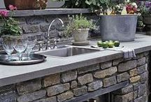 Outdoor Kitchens / Outdoor kitchen design ideas for smaller spaces.