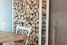 PIET ♥ HOUT / HOUT is niet weg te denken uit het interieur. Iedereen heeft wel iets in huis wat van HOUT is. HOUT was duizenden jaren geleden al de basis voor meubelen en die basis vormt het nog steeds. Wat wel verandert zijn stijlen, kleuren en/of structuren.  Waarbij de hoofdmoot bestaat uit meubelen waarbij je gelukkig nu weer mag zien dat HOUT eigenlijk een prachtige boom is.