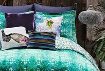 PIET ♥ BEDDENGOED / Een slaapkamer is vaak het minst veranderlijke plekje in huis. Het is geen uitzondering om tien tot vijftien jaar te doen met hetzelfde slaapkamerinterieur. Best saai eigenlijk. En niet nodig ook, want met relatief eenvoudige accessoires geef je jouw slaapkamer een frisse, nieuwe look. De nieuwste woontrends verwerk je makkelijk naar je slaapkamer met plaids, kussens en een nieuw dekbedovertrek.