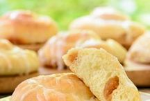 Homemade Bread Recipes / Bread Recipes to make at home!  Homesteading Bread Recipes for Sour Dough Bread, Focaccia Bread, Zuchini Bread, etc.
