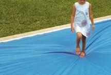 CAPCOVERS. Seguridad en piscinas / Las cubiertas CAPCOVERS cierran la piscina de forma hermética, impidiendo las posibles caídas y accidentes de niños y mascotas.   La cubierta está en continuo contacto con el agua, lo que permite que varias personas puedan permanecer sobre ella con total seguridad.