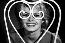 Star for ever / Marilyn, Brigitte, Audrey, James, Marlon, Steve, Robert, Romy, Barbra, Brad, Pam, Lisa, Farrah...