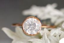 April | Diamond / An inspiration board for brides wanting to incorporate diamonds in their wedding theme. #BlackKeyDiamonds