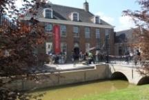 Het Tongerlohuys / In de voormalige pastorie van de Sint-Janskerk is nu het Tongerlohuys gehuisvest. In het erfgoedcentrum kunt u op zoek naar Het Verhaal van Roosendaal.