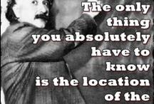 """Estamos en más de un sitio / Estamos de acuerdo con Einstein """"The only thing that you absolutely have to know, is the location of the library"""" pero además estamos en Facebook, Twitter, Youtube, Flickr, ..."""