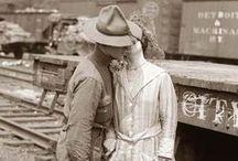 1914: comienza la guerra total / 100 pines sobre 1914, el año que cambio la historia. Algunas imágenes que muestran cómo era la sociedad cuando comenzó la Primera Guerra Mundial. No está todo lo que sucedió, pero todo lo que está ocurrió durante esos 12 meses.