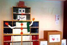 Navidad en la Biblioteca de la ULL / Compartimos imágenes de nuestros árboles en varios puntos del Servicio de Biblioteca de la Universidad de La Laguna.