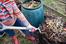 Compost It! / how to compost, how to build a compost bin, how composting works, why compost is good for your garden, DIY composting ideas, permaculture, fertile soil, green building