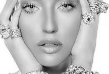 Jewelry & Watches / High-end jewelry and watches to complete any outfit.