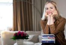 """Private Leselisten der Stars / Julia Engelmann, Andrea Sawatzki und viele Stars der Literaturszene mehr verraten uns für unser Magazin """"Stories"""", welche Bücher ihnen besonders ans Herz gewachsen sind. Wollt ihr ihnen nachstöbern und herausfinden, was sie gelesen haben, um zu werden, wer sie sind?  Willkommen zu """"Stories meines Lebens""""!"""