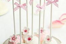 Cake-Pops | Rezepte & Inspiration / Cake-Pops sind nicht nur lustig anzusehen, sondern auch noch praktisch und leeeeeecker!! Hier findest du Cake-Pops Rezepte, Cake-Pops Rezept die einfach sind, Cake-Pops für den Geburtstag, Cakepops für Kinder und die lustigsten Cakepops, die du dir vorstellen kannst! Einhorn-Cake-Pop gefällig? Oder doch lieber ein anderes Tier? Findest du hier!