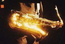 BLUES AND JAZZ / O Jazz blues (ou blues jazz) é qualquer estilo musical que combine jazz e blues. Entretanto, o jazz é considerado como tendo algumas de suas raízes no blues,[1] quase sempre contendo notas de blues e riffs de blues. Portanto, os termos são geralmente utilizados para se referir a bandas ou músicos que tenham um estilo de blues distinto, enquanto tambem fazer uso da harmonia e da melodia comumente associadas ao jazz.