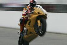"""Die Goldene / Die """"Goldene"""" hatten wir zum TunerGP 2006 an den Start gerollt. Mit 216PS war sie das stärkste Bike der damaligen Veranstaltung und das mit großem Abstand.  Eine Suzuki GSX-R1000 mit 216 PS ist auch 10 Jahre nach ihrer Zeit immer noch spektakulär und stünde den aktuellen Modellen in nichts nach.      #Sport-evolution #www.sport-evolution.de #Dietmar Franzen #SE #SEMotorcycles #caferacer #scrambler #Roadster #BMWUmbau #BMWCafèracer #BMWScrambler #BMWR100 #BMW R80 #BMWbobber #BMWRoadster #BMWCustomizing #BMWHeckrahmen #Bobber #Bmw2-Ventiler #g-labRacing #BMWTuning"""