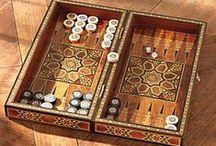 Tabula (Tavla, Tavli, Tawla, Table) / Un joc străvechi, dinamic și pasionant, în formele diverse pe care le-a căpătat de-a lungul timpului.