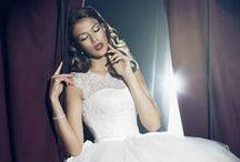 LILLY BRUDEKJOLER 2014 / Årets kolleksjon av brudekjoler fortsetter i den romantiske stilen. Kjøp brudekjoler til best pris hos oss www.abelone.no Nettbutikk og Brudesalong