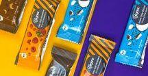 Bio Veganz Inka-Goji-Himbeer / Kokos-Chia-Zitrone / Kakao-Maca Riegel / Die perfekte Beerenkombination! Süße Gojis vereint mit leckeren Inka- und fruchtigen Himbeeren sind der beerigste Pausenbegleiter seitdem es Superfood-Riegel gibt. Hol dir jetzt deine Rohkost-Power!