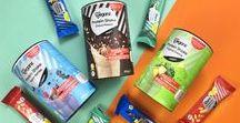Bio Veganz Protein Shakes / Naschkatzen aufgepasst: Wir haben einen Protein Shake Schoko Erdnuss entwickelt, der mit ganz viel Kakao und Erdnuss so verführerisch schmeckt, dass dir dabei gar nicht auffällt, was eigentlich dahinter steckt: Proteine tragen zu einer Zunahme und Erhaltung von Muskelmasse bei. Shake it baby!