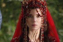 Hatice Sultan's weddig dress / Muhteşem Yüzyıl dizisinde Hatice Sultan'ın giydiği kırmızı gelinlik modeli