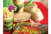 Dinosaurus Kinderfeest - Dinosaur kids party / Hoe gaaf is dat? een kinderfeestje vieren geheel in Dino stijl! Wij bieden je allerlei leuke pins die jou kunnen helpen het leukste Dino feestje ooit te organiseren!