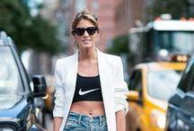 ★ Streetstyles ★ / Im Laufe der letzten zwei Jahre haben sich Street-Style-Ikonen, Designer und Modeblogger als gleichbedeutende Taktgeber der Mode etabliert. Ob ein Fashion Trend auf dem Reißbrett, dem Catwalk oder der Straße erfunden wird, ist irrelevant: May the best style win.