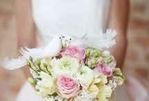 Hochzeit: Ideen & Inspiration / Vom Brautstraus bis zur Hochzeits-Frisur: Alles rund um den schönsten Tag des Lebens