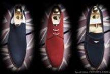 Collection vue par Crockett & Jones / Sir Crockett et son beau-frère Jones créent cette maison en 1879, à Northampton, près de Londres, berceau de la fabrication de la chaussure anglaise par excellence. Crockett & Jones se spécialisent alors dans le cousu Goodyear, une technique de fabrication qui donne à la chaussure un confort exceptionnel tout en renforçant leur durabilité.
