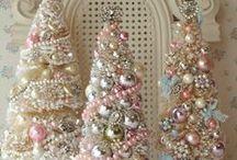 НГ / Новогоднее настроение: ёлочные игрушки, декор комнат и праздничного стола