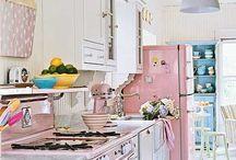 Kitchens / by Lou Harvey