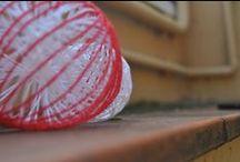 reciclando los adornos de Navidad / Las bolas de Navidad de han convertido en broches para camisetas