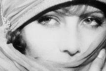 Greta Garbo / グレタ・ガルボ(1905~1990)。残酷と慈愛の詩を演じきる女。