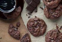 Gluten Free Cookie Recipes / gluten free cookies -- sandwich cookies -- chocolate -- macaroons -- easy cookie recipes --meringues -- chocolate chip -- so many cookies!