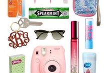What's in my Purse? / What's in my purse? Only EVERYTHING. Here's what I like to keep handy at all times.