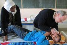 Accès à la santé pour tous ! / Organisation annuelle d'une caravane médicale qui sillonne les villages isolés du désert marocain !  Consultations pédiatriques et cours de prévention hygiène sont au programme !