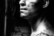 Frankenstein / Frankenstein, av Nick Dear för National Theatre London (2011) efter Mary Shelleys skräckroman. Sverigepremiär 22 februari 2014 på Norrbottensteatern, Luleå. Spelades på stora scenen 22 feb-12 april 2014.  Regi Martin Sundbom, Scenografi Mona Knutsdotter, Kostym Ina Andersson, Mask/peruk Mila L Roberts, Ljusdesign Maria Ros Palmklint, Ljud Åke Karlsson.  All musik i föreställningen är komponerad och orkestrerad av Martin Sundbom.