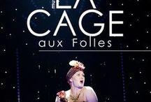 La Cage aux Folles / Inspiration, tyger, material och lite allt möjligt från musikalen La Cage aux Folles. Av Jerry Herman och Harvey Fierstein efter en pjäs av Jean Poiret. Premiär 27 sept 2014. Spelas 27 sept -13 dec på stora scenen, Norrbottensteatern.