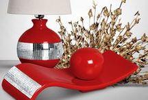 Decoração Vermelha com Espelhos / Lindas peças decorativas na cor vermelho brilhante com detalhes em espelho. Peças lindas para compor a decoração do seu ambiente com muito bom gosto e sofisticação.