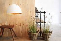 Moderne hanglampen / Uitdagende moderne hanglampen voor in huis en bedrijf. Een levendige moderne hanglamp voor boven de eettafel of de vergadertafel.