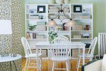 Eettafel hanglampen / Een eettafel hanglamp is in de meeste gevallen een brede lamp, die net als de meeste tafels breder dan diep zijn.  Een eettafel lamp kan ook een lamp zijn die boven een vierkante of ronde tafel komt te hangen, of die per 2 of per 3 boven een tafel wordt gehangen.  Bekijk hier een selectie pins met originele, stoere, klassieke en bijvoorbeeld moderne eettafel hanglampen!