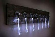 Design lampen / Design lampen die net even anders zijn. Originele lampen gemaakt met opvallende materialen, kleuren en vormen. Een design lamp heeft meestal ook een verhaal. Hierbij wordt ook rekening gehouden met de huidige tijd / cultuur. Bijvoorbeeld de design lampen serie die gemaakt is van eco / milieuvriendelijke materialen.