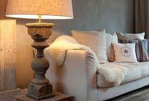 Houten vloerlampen / Houten vloerlampen zijn er in  verschillende modellen. Sommige vloerlampen van hout hebben een stoere uitstraling, andere een vrolijke, natuurlijke en hippe uitstraling. De combinatie van hout met andere materialen zoals stof en metaal geeft een sfeervol en soms ook een stoere uitstraling. Combineer het beste van de verschillende materialen en kies een staande lamp van hout.