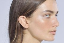 + Highlighter + / What is the strobing makeup technique?  products and looks