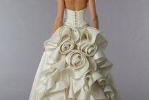 Inspiratie: Rochii de mireasa - modele complexe / Croieli atipice, rochii sirena, aplicatii de perle sau cristale, aplicatii dantela, flori executate manual.