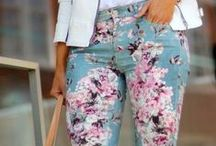 Pantaloni Casual / Pantaloni casual cu imprimeuri colorate, comfortabili si cool.