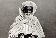 Haji dari berbagai negara era 90an / Foto-foto menarik dari tahun 1880 jamaah haji yang berasal dari 10 negara selama ibadah haji. Waktu itu, sebelum munculnya transportasi modern seperti pesawat udara komersial, perjalanan haji jauh lebih sulit dan berbahaya dan waktu perjalanan haji bisa berminggu-minggu atau berbulan-bulan untuk mencapai Makkah.