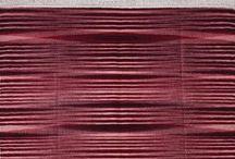 KİLİMİM SERİSİ / Atlas Kilimim %100 Doğal elyaflar kullanılarak dokunmuştur. Atkı iplikleri (kilimin görünen yüzü) %100 Anadolu yünüdür. Çözgü iplikleri (kilimin saçakları) %100 doğal, boyasız pamuktur. Özgür Uşaklıgil tasarımı Kilimim geniş renk alternatifleri sunmaktadır. Özel çile boyamaya teknikleri sayesinde oluşan desenler her kilimde eşsizdir.  Kilimim kendinden saçaklı ve overloksuz bir kilimdir. Sağlam yapılı, halı şampuanları ile yıkanabilir bir üründür.