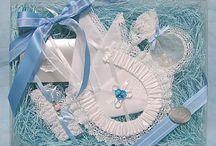 ブルーがテーマの結婚式におすすめのウェディングアイテム【シェリーマリエ】 / オリジナルウェディングを実現するには、まずはテーマカラーを決めましょう!「ブルーがテーマの結婚式」を叶えるためのウェディングアイテムは、シェリーマリエで全国通販しています。ウェルカムボードやウェディングドール、席次表などをトータルコーディネートできます。お二人のセンスで組み合わせてくださいね!